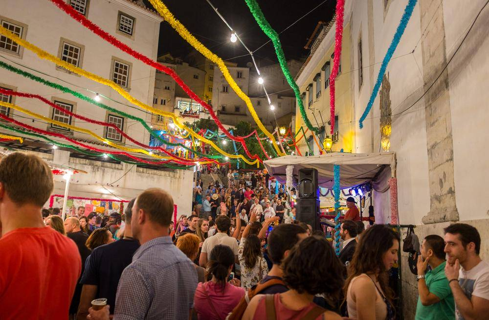 Street party in Lisbon (Ilirjan Rrumbullaku - Flickr)
